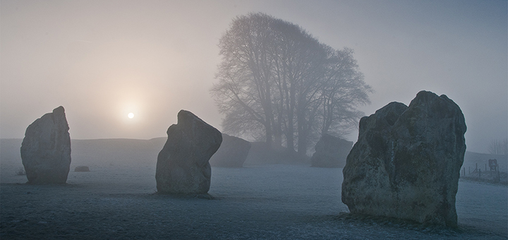 AVEBURY - The Mysterious Stone Circles - Wiltshire Guide