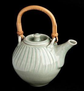 leach-d-teapot-276x300